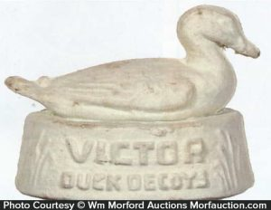 Victor Duck Decoys Display